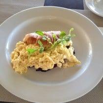 Omelette & ham Croissant – Breakas